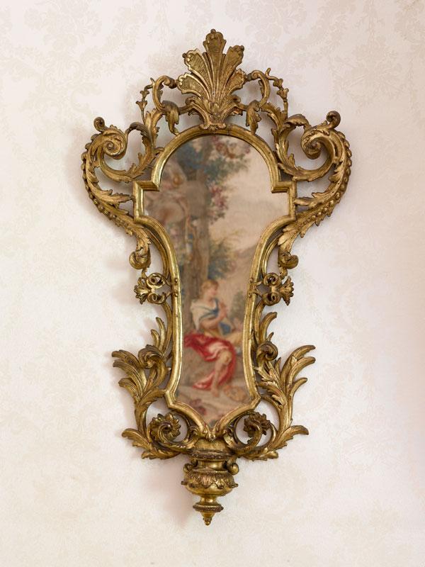 Glace en forme de bénitier. Italie, XVIIIe siècle. Musée Grobet-Labadié, Marseille.