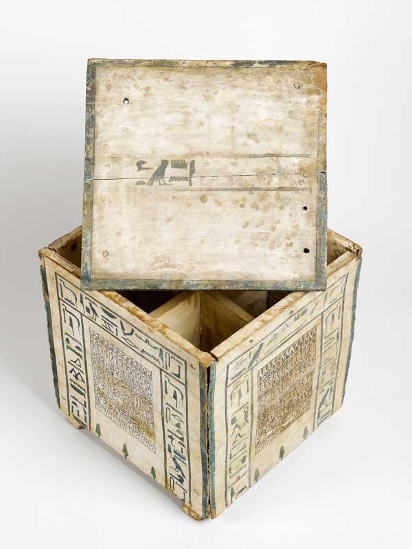 Coffre à canopes en bois polychrome, provenant de Thèbes (Egypte), Moyen Empire. Musée d'Archéologie Méditerranéenne, Marseille.