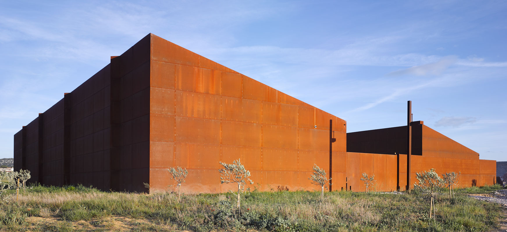 architecte : Alain FRAISSE Hangar oléicole le Mas de Palat à GIGNAC (34150)