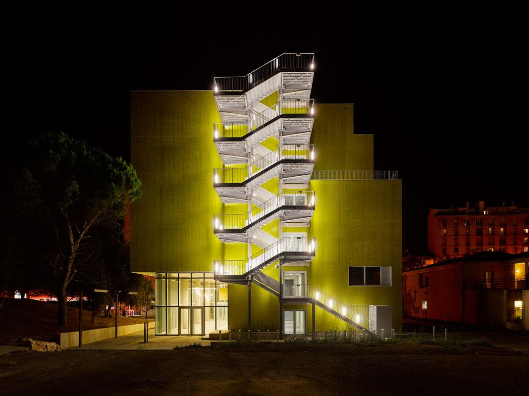 Architectes : Corinne Vezzonie et Associés Bâtiment pédagogique mutualité, campus de la Timone, Marseille.